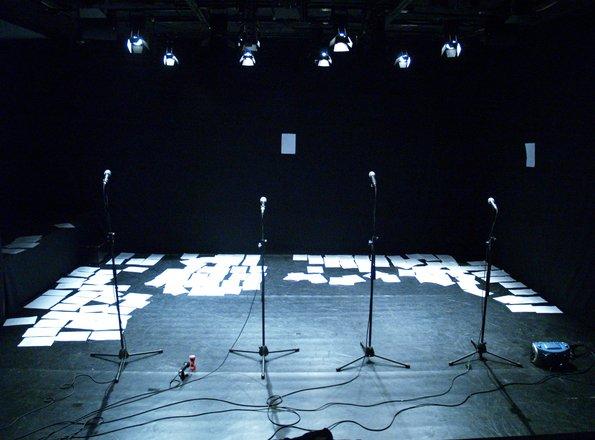 Μια εικόνα απο την παράσταση 50΄:00΄΄ ΔΙΗΓΗΜΑΤΑ.