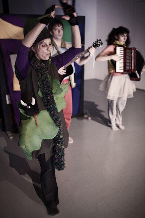Μια εικόνα απο την παράσταση ΤΟ ΑΙΝΙΓΜΑ ΤΟΥ ΤΡΟΥΛ.