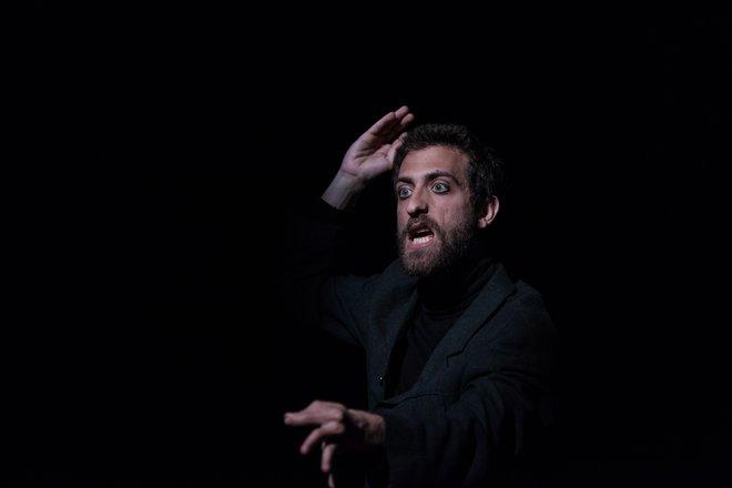 Μια εικόνα απο την παράσταση ΤΟ ΑΡΙΣΤΟΥΡΓΗΜΑ ή THE RE-MOHAMMED-TY SHOW.