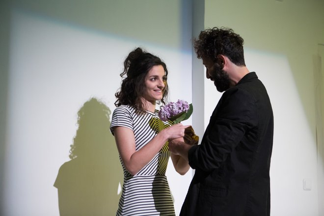 Μια εικόνα απο την παράσταση Βινύλιο.