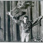 Μια εικόνα απο την παράσταση Βρομιά.