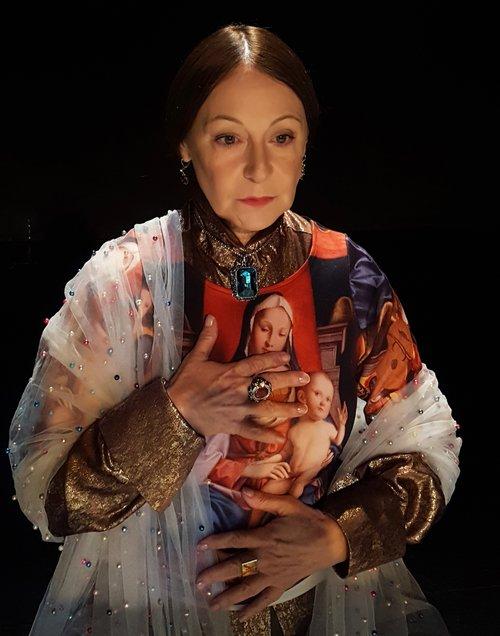 Μια εικόνα απο την παράσταση Γρανάδα.