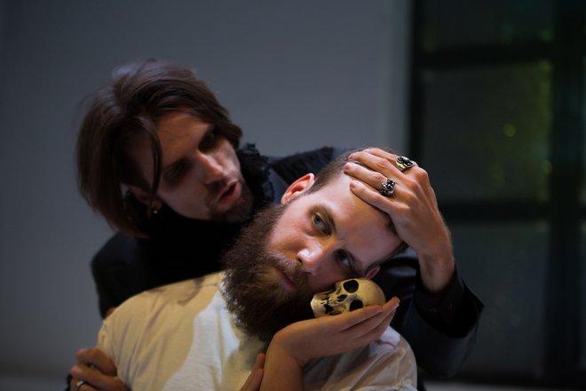 Μια εικόνα απο την παράσταση Η ΕΞΟΜΟΛΟΓΗΣΗ ΕΝΟΣ ΒΑΜΠΙΡ - Η ΦΘΟΡΑ.