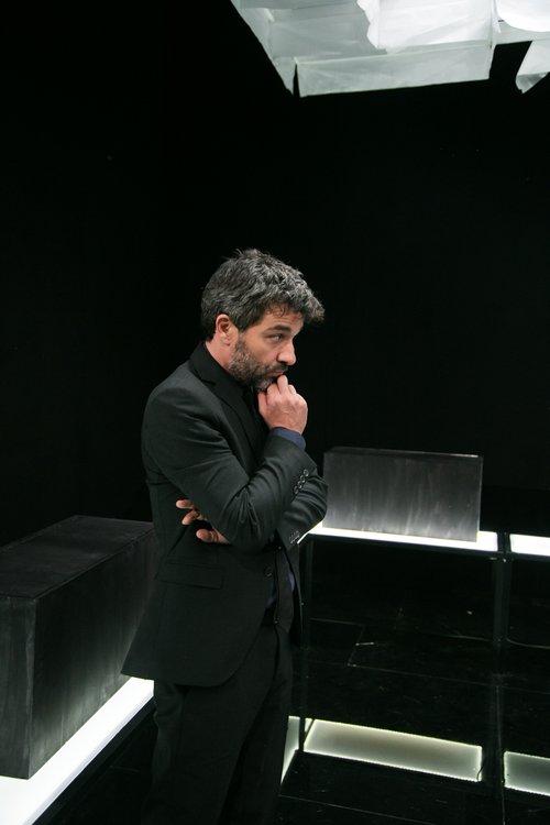 Μια εικόνα απο την παράσταση Η μέθοδος Γκρόνχολμ.