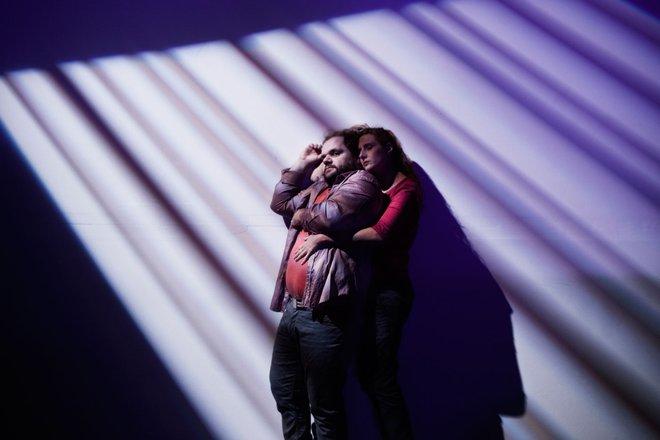 Μια εικόνα απο την παράσταση Η ρομαντική μου ιστορία.