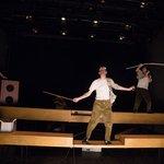 Μια εικόνα απο την παράσταση Η τραγική ιστορία του Άμλετ, ενός πρίγκιπα της Δανίας.