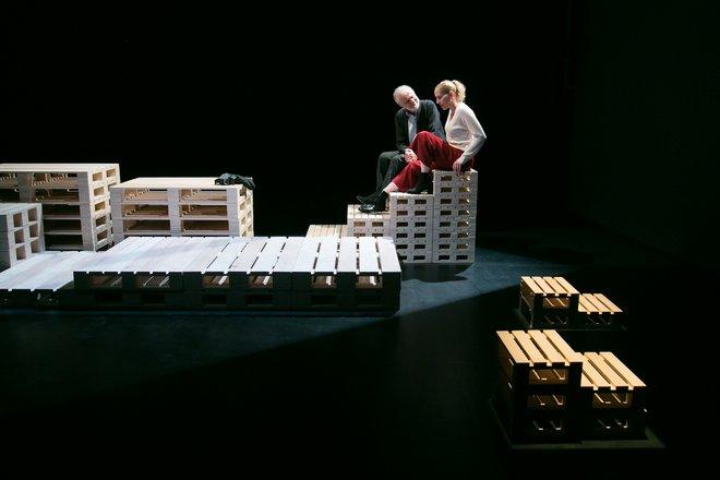 Μια εικόνα απο την παράσταση Heisenberg.