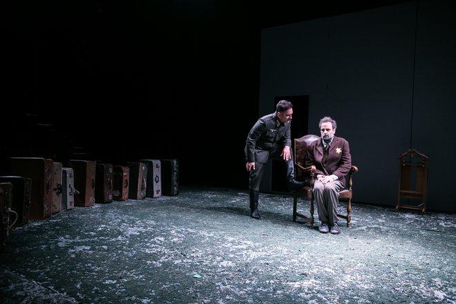 Μια εικόνα απο την παράσταση Himmelweg.