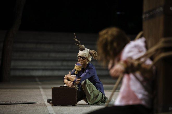 Μια εικόνα απο την παράσταση Κύκλωπας.