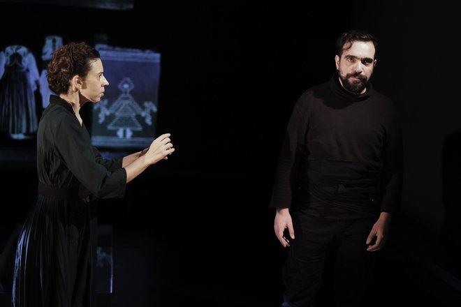 Μια εικόνα απο την παράσταση Ο Λάμπρος.