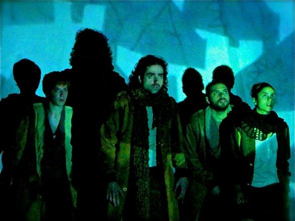 Μια εικόνα απο την παράσταση ΛΙΟΝΤΑΡΙΑ.