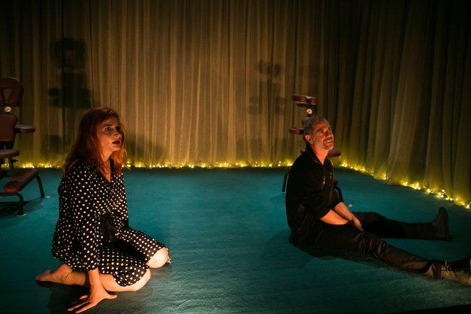 Μια εικόνα απο την παράσταση LoveNot.