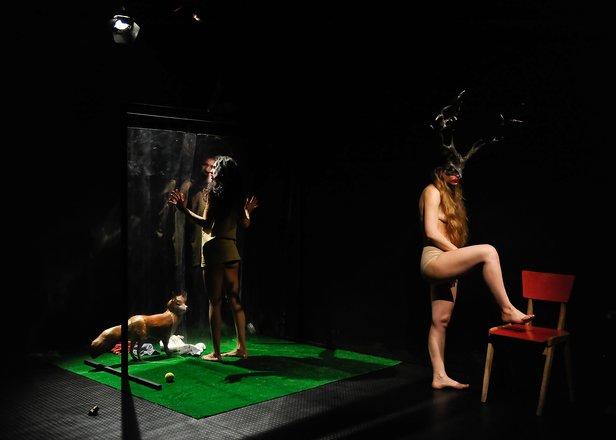 Μια εικόνα απο την παράσταση ΛΟΥΛΑ.
