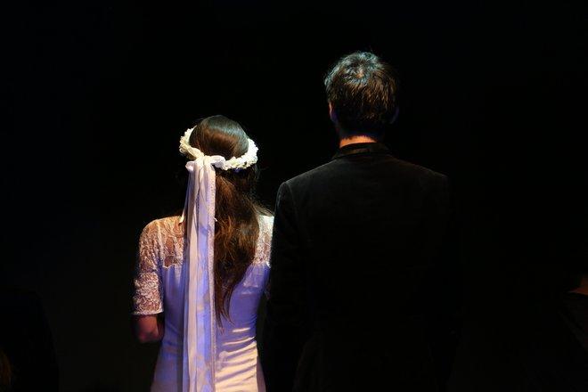 Μια εικόνα απο την παράσταση ΜΑΤΩΜΕΝΟΣ ΓΑΜΟΣ.