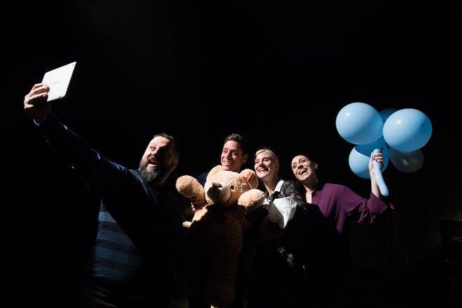 Μια εικόνα απο την παράσταση Μυγοφαές.