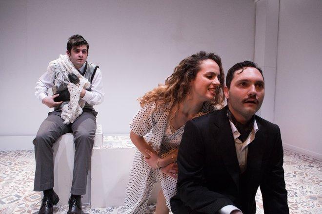 Μια εικόνα απο την παράσταση Μύρτος.