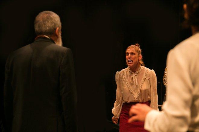 Μια εικόνα απο την παράσταση Ο θείος Βάνιας.