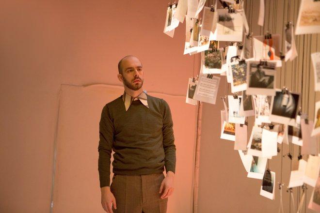 Μια εικόνα απο την παράσταση Ο αγνός εραστής.