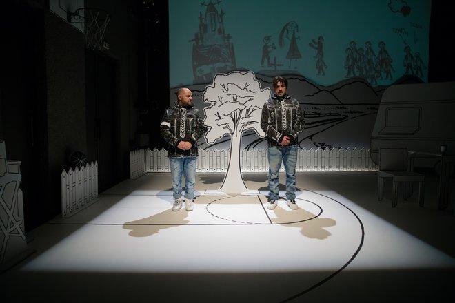 Μια εικόνα απο την παράσταση Πέτρες στις τσέπες του - Θέατρο Αριστοτέλειον, Θεσσαλονίκη.