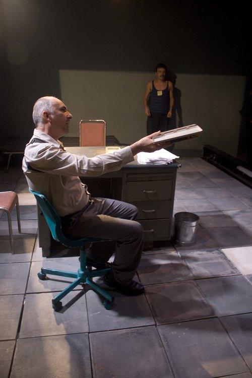 Μια εικόνα απο την παράσταση THE PILLOWMAN.
