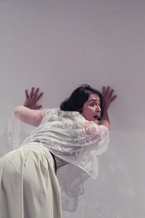 Μια εικόνα απο την παράσταση Σταματία, το γένος Αργυροπούλου- Θέατρο Κιβωτός.