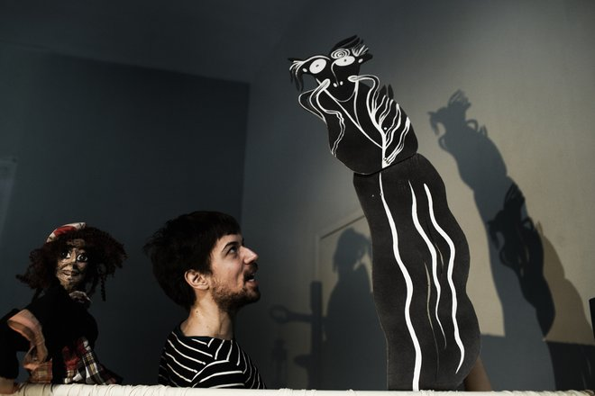Μια εικόνα απο την παράσταση ΤΑΞΙΔΕΥΟΝΤΑΣ ΜΕ ΤΟΝ ΜΠΑΜΠΑ ΜΟΥ.