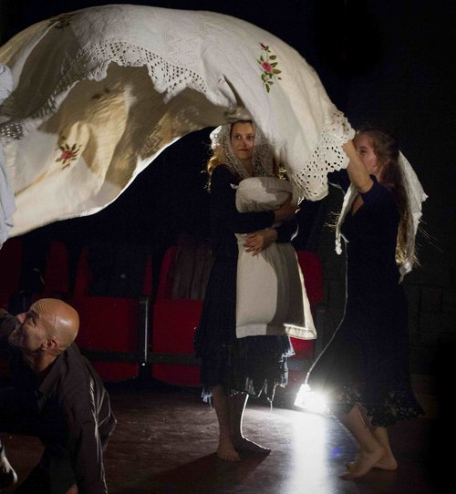 Μια εικόνα απο την παράσταση TARANTELLA RITUALE.