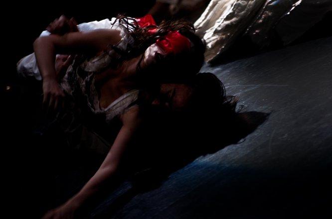 Μια εικόνα απο την παράσταση ΤΑΡΤΟΥΦΟΣ.