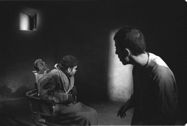 Μια εικόνα απο την παράσταση ΤΕΛΟΣ ΤΟΥ ΠΑΙΧΝΙΔΙΟΥ.