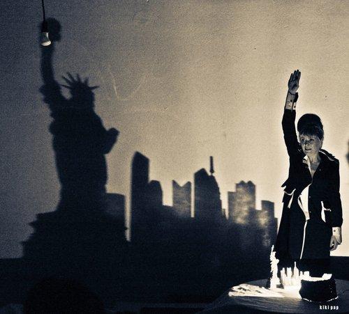 Μια εικόνα απο την παράσταση ΤΟ ΧΕΡΙ.